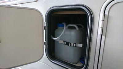 キャンピングカー 水タンク