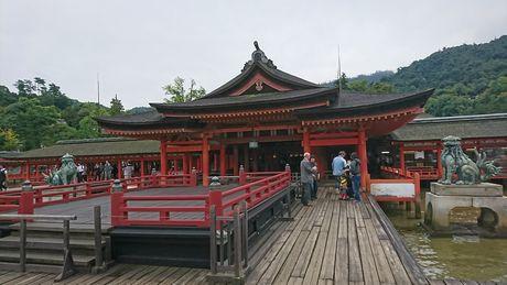 厳島神社 本社と高舞台