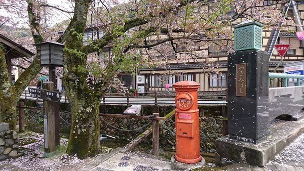 城崎温泉 レトロなポストのある風景