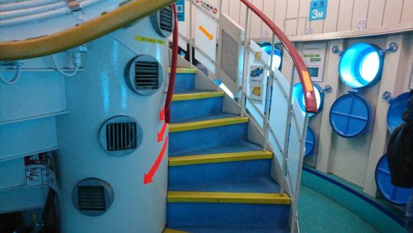 海中展望塔の階段