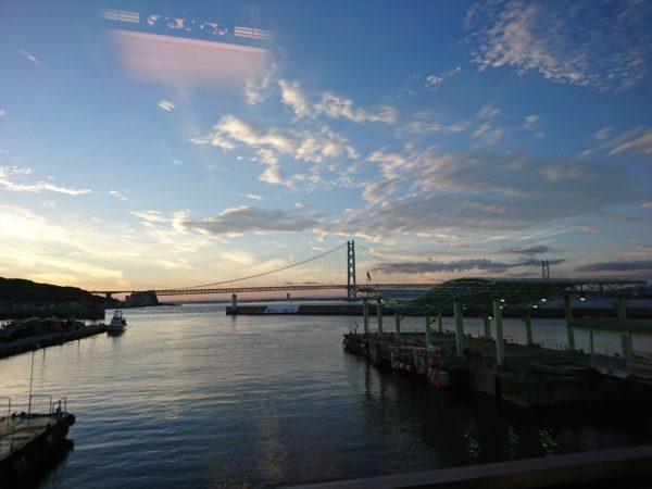 源平から見える明石大橋と高速船乗り場