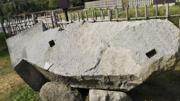 弘前城の隅石(いかすみ石)