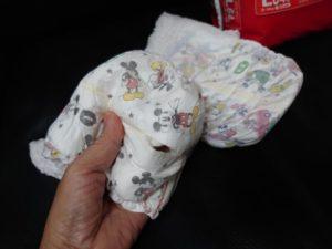 人間の赤ちゃん用おむつを犬用に