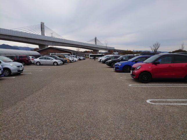 アクアイグニスの駐車場