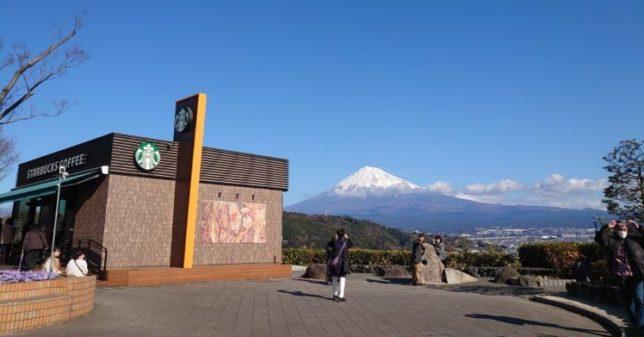 富士川サービスエリアのスタバと富士山