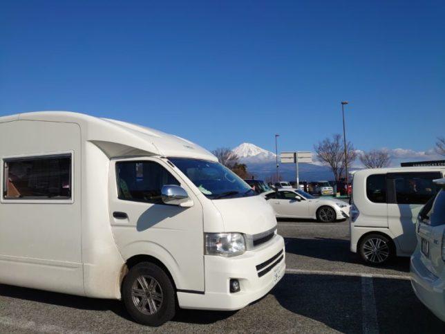 富士川サービスエリアの富士山と愛車