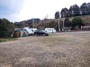 RVパーク ロマントピア月ケ瀬 駐車場